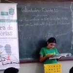 Estudante Ana Vitória faz questão de ler para os colegas. Foto: Campus Três Lagoas